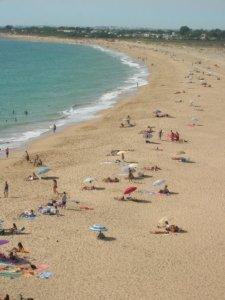 Playa del área del Estrecho de Gibraltar. La ropa de baño es opcional.